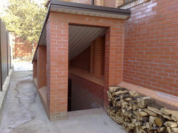 О входе в подвал