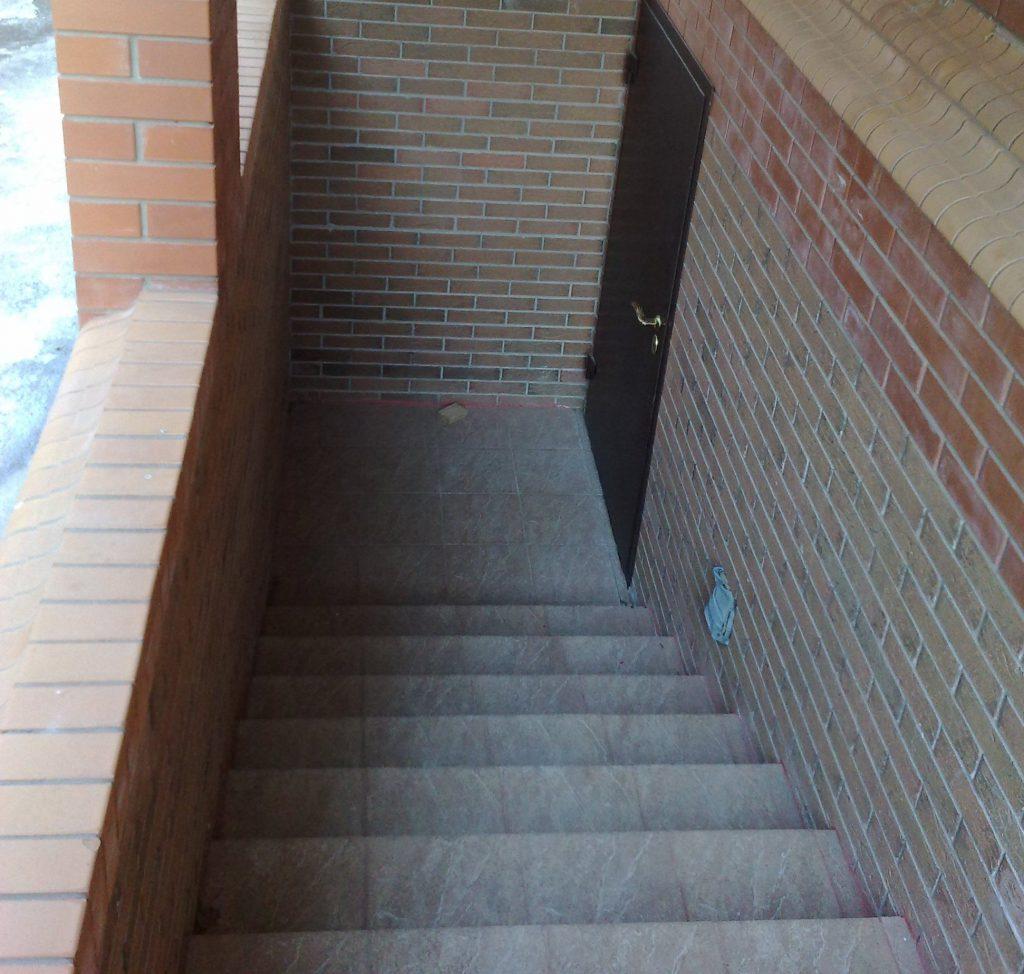 Бетонная лестницы в подвал своими руками 2