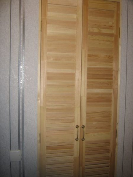 Как сделать дверь в кладовку своими руками?